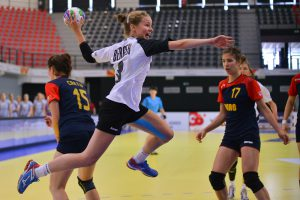 Germans dominate against strong Romania